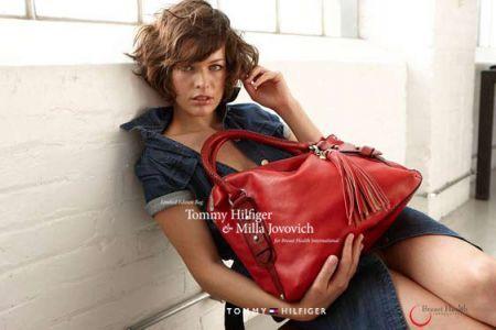 Tommy Hilfiger e Milla Jovovich: borse per sconfiggere il tumore al seno