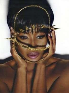 Naomi Campbell posa per Vogue Russia