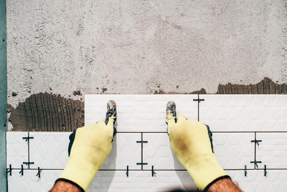 Fai da te: piastrellare una parete