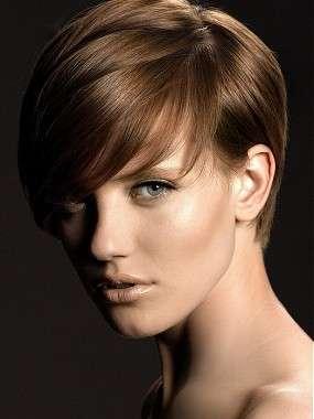 Taglio capelli corti femmina