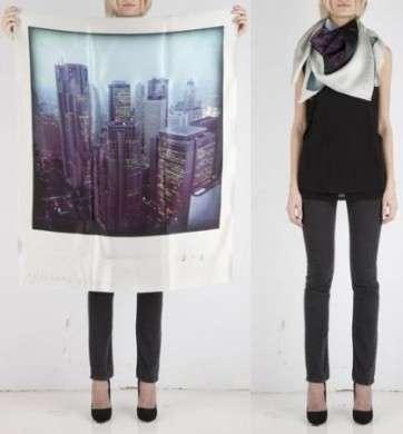 I foulard Polaroid di Phillippe Roucou
