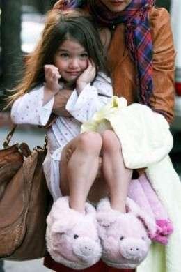 Suri Cruise con un pigiama da bambina