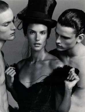 Alessandra Ambrosio: posa per Vogue Russia e conquista Moschino