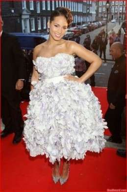 Alicia Keys: look in Dolce & Gabbana e Louboutin