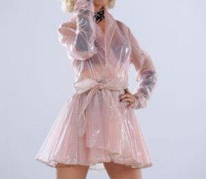 Christina Aguilera, occhiali da sole Carrera nell'ultimo videoclip