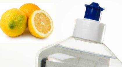 Lava i piatti con un detersivo fatto in casa