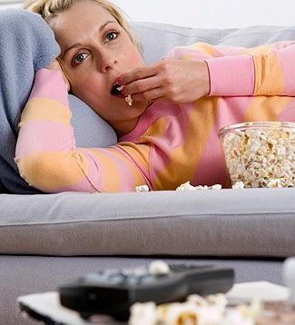 Le donne annoiate mangiano e ingrassano di più