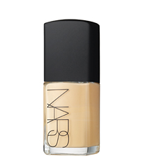 Make up: i fondotinta Sheer Glow e Sheer Matte di Nars