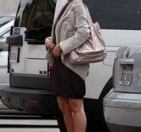 Katherine Heigl con la borsa in nylon di Stella McCartney