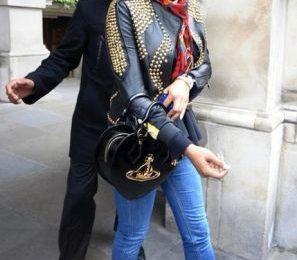 Kelis con le Jeremy Scott Mickey Hi di Adidas Originals