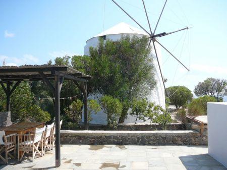 Una vacanza romantica tra i mulini di Milos