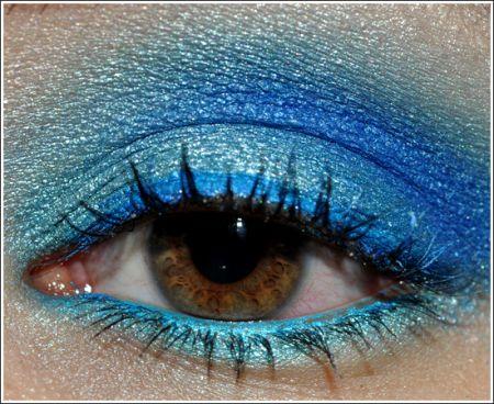 Trucco occhi: blu intenso per l'estate