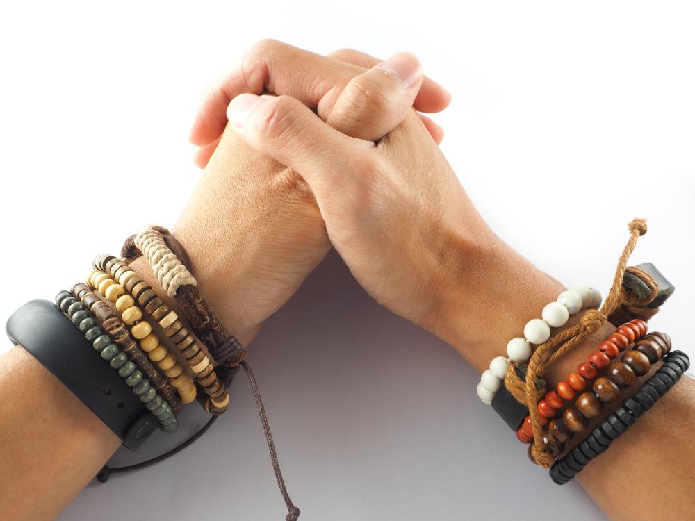 Come creare un bracciale in legno e cuoio fai da te