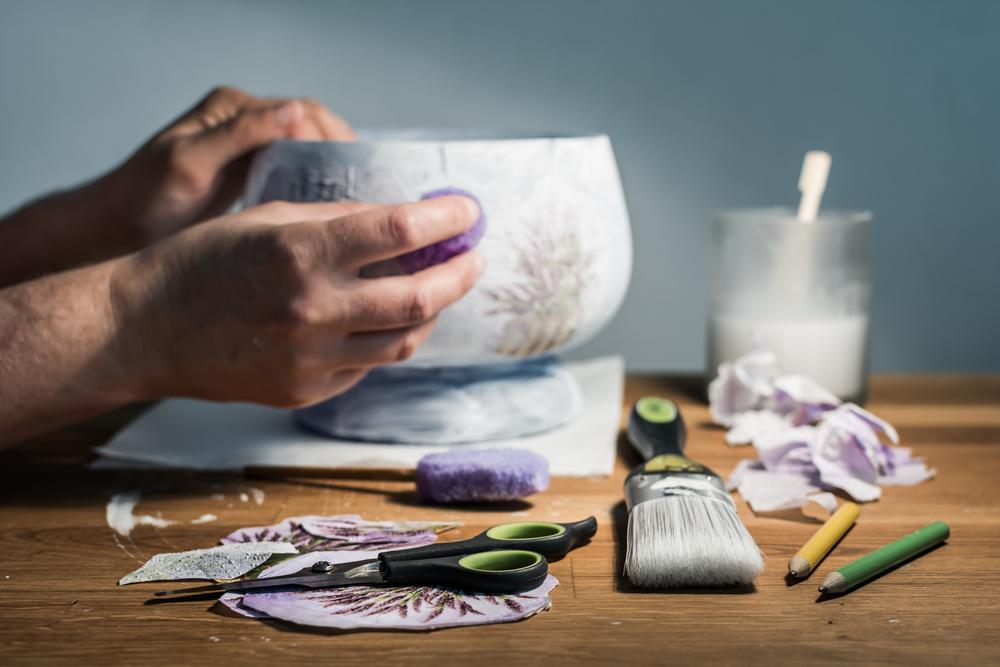 Decoupage: un vaso metallico con screpolature per le vostre composizioni