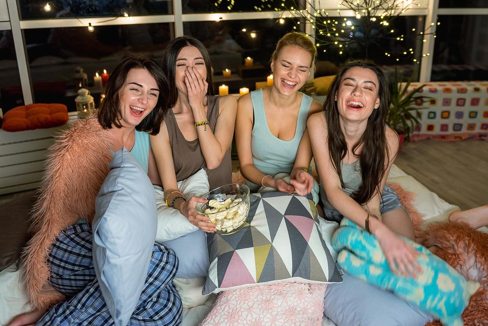 Serata con le amiche: come scegliere un bel film