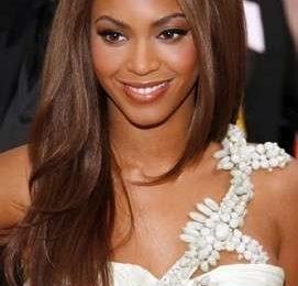 Pettinature capelli lisci: qualche idea dalle Star