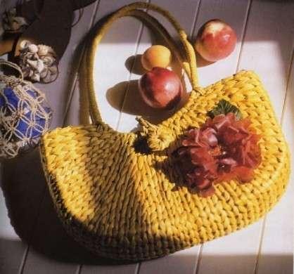 Decoupage: decorare una borsa di paglia per l'estate