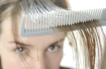 L'alopecia femminile è reversibile: ecco i rimedi