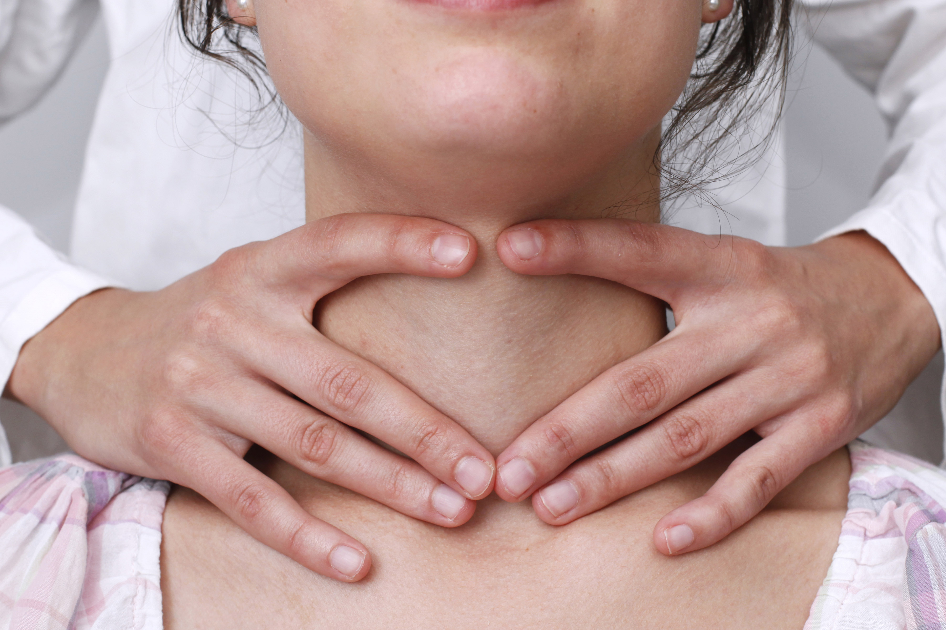 Linfonodi collo ingrossati: scopri le cause e come intervenire