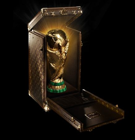 Louis Vuitton realizza la custodia della Coppa del Mondo
