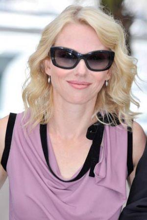 Prada, gli occhiali Postcard anche per Naomi Watts