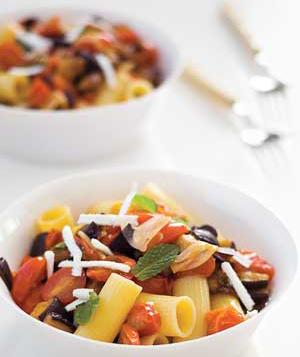 Ricette dietetiche: pasta melanzane e pinoli