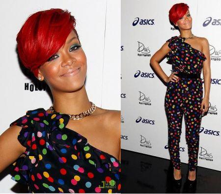 Rihanna con tuta a pois di D & G