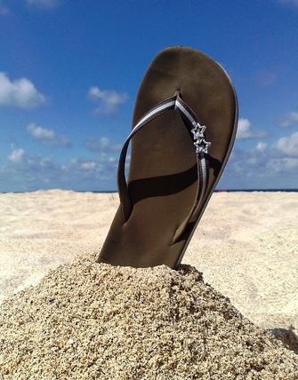 Infradito, come fare per evitare danni ai piedi