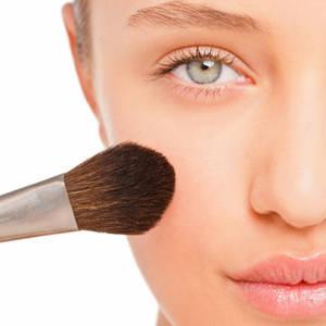 Make up, la base serve anche in estate?