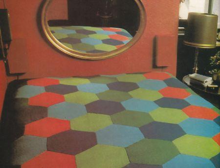 Lavori a maglia: come realizzare una calda coperta a esagoni colorati