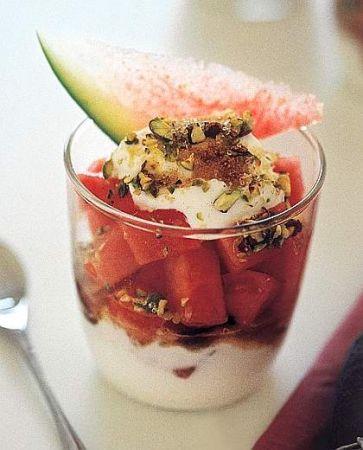 macedonia di anguria con yogurt pistacchi