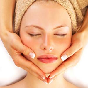 Il massaggio per il viso con effetto antiage