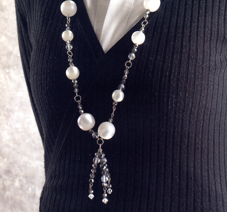 Gioielli fai da te: una collana di perle e cristalli