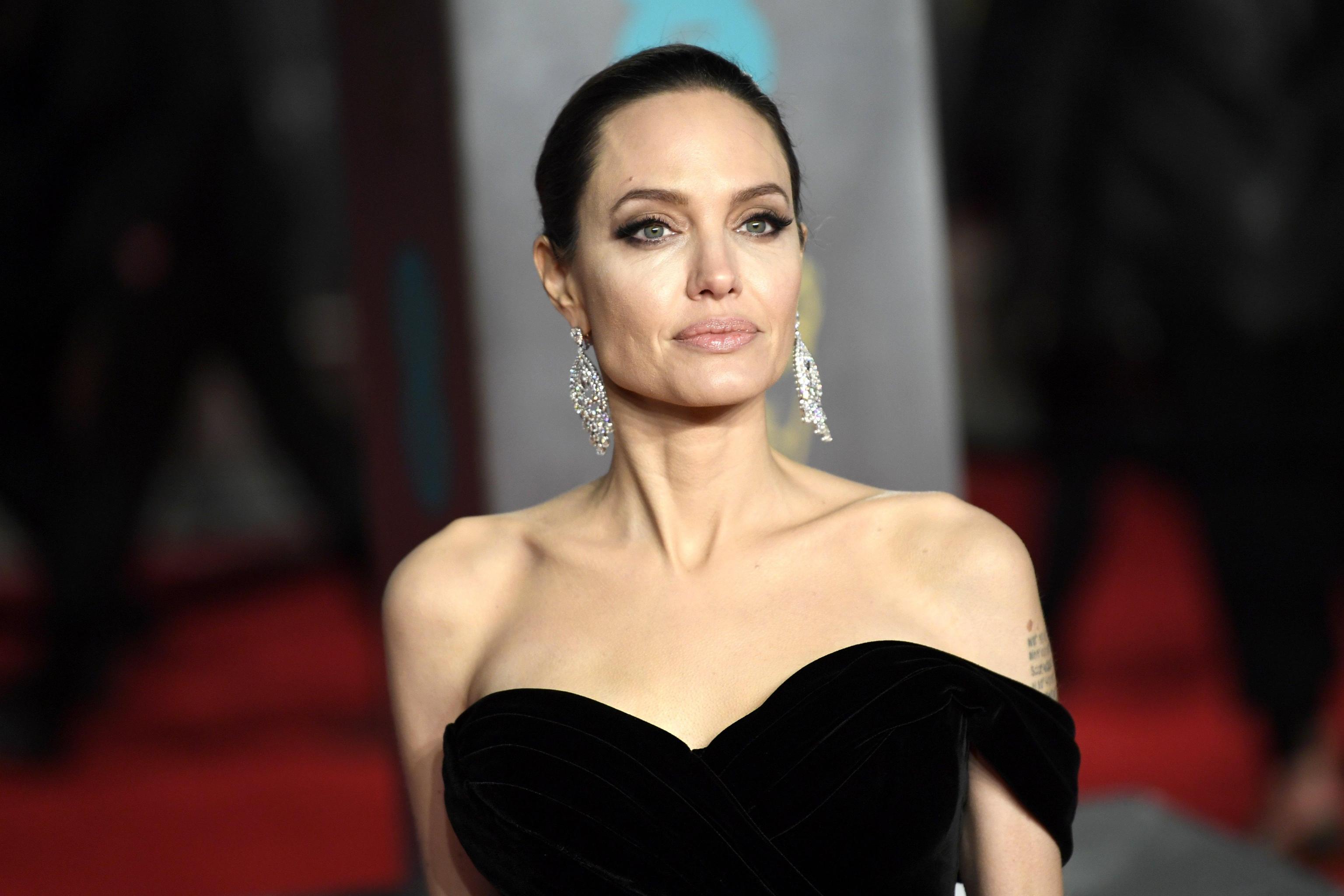 Dieta vegana: troppo pericolosa per Angelina Jolie