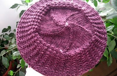 Schemi maglia: il cappello in stile Parigi