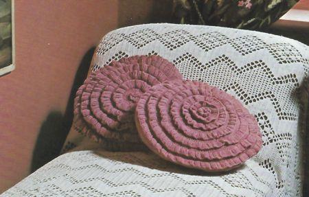 Schemi uncinetto: dei morbidi cuscini tondi per decorare il tuo letto