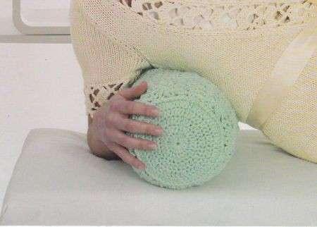 Lavori a maglia: un comodo cilindro poggiatesta