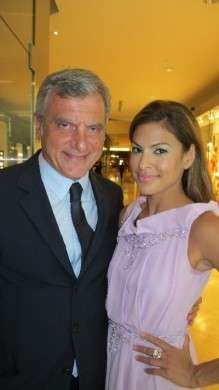 Christian Dior: Eva Mendes nella nuova boutique al South Coast Plaza