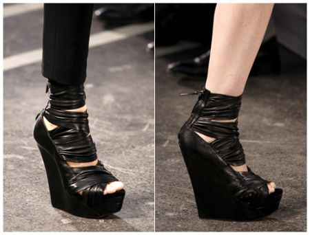 Scarpe Givenchy: i Multi Strap Wedges amati dalle star