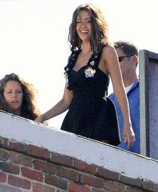 Jessica Alba con abito Miu Miu