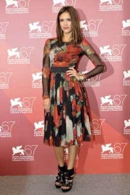 Jessica Alba: Valentino Couture e Dolce & Gabbana