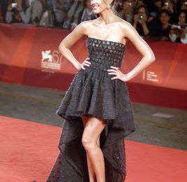 Jessica Alba in Valentino Couture e Ferragamo a Venezia