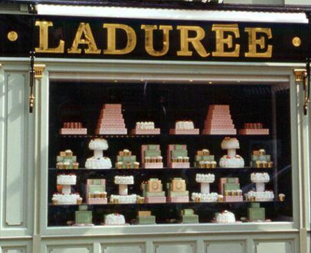 Vogue Fashion's Night Out 2010: l'appuntamento più dolce di Ladurée