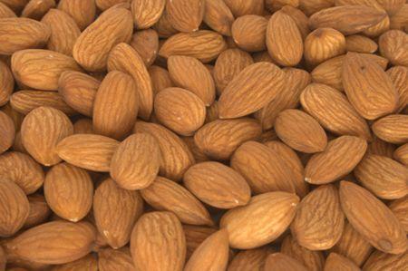 Colesterolo più basso con le mandorle