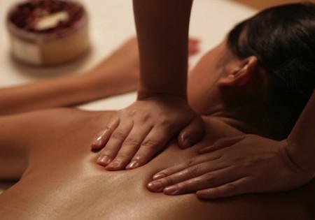 Tintarella invernale senza sole? Prova il massaggio abbronzante