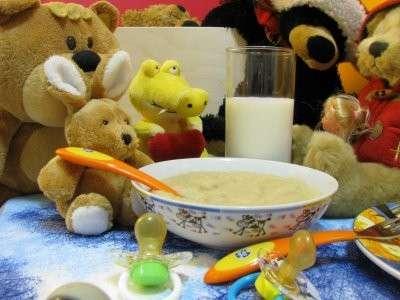 Prime pappe bambini: avena, mela e ricotta