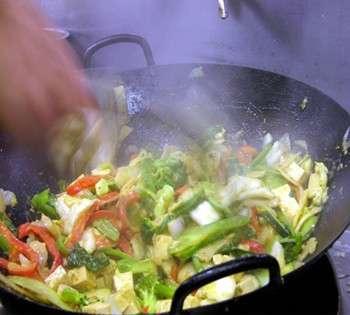 Come cucinare piatti leggeri con il wok