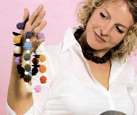 Gioielli fai da te: come fare una collana a sferette colorate