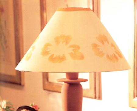 Lampada decorata a stencil