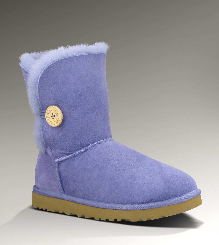 Stivali Ugg, modello color ghiaccio con bottone